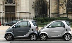cars mating in Paris, yesterday